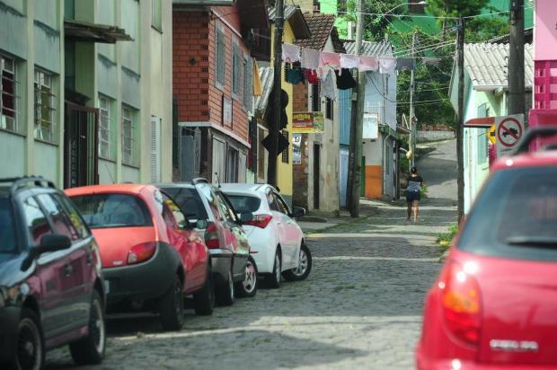 Trio é detido com arma, drogas e rádios na frequência da polícia, em Caxias Diogo Sallaberry/Agencia RBS