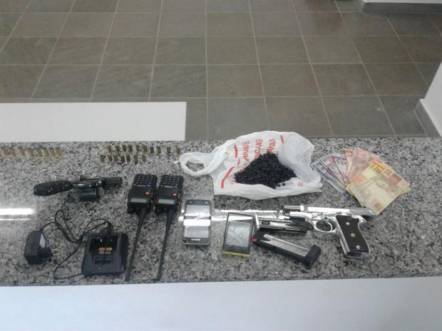 Duas pessoas são presas por porte de arma e tráfico no bairro Pôr do Sol, em Caxias Mateus Frazão / Agência RBS/Agência RBS