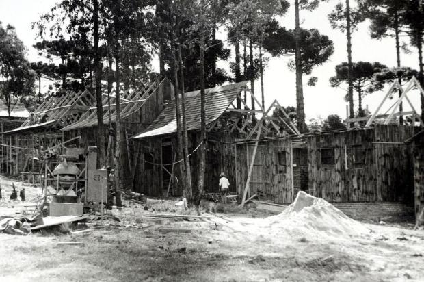 Memória: construção da Réplica de Caxias, nos Pavilhões, em 1977 Vasco Rech/Divulgação