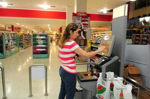 Supermercado de Bento Gonçalves adota sistema de cobrança sem caixa operador Roni Rigon/Agencia RBS