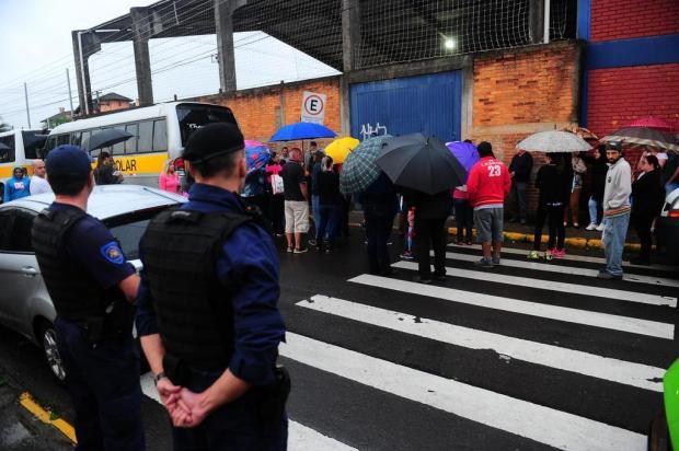 Apesar de reforço da Guarda Municipal, pais apontam sensação de insegurança na saída da escola onde menina foi baleada Porthus Junior/Agencia RBS