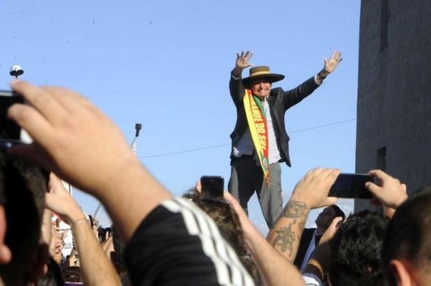 Jair Bolsonaro tem recepção calorosa em tom de campanha, em Caxias Marcelo Casagrande/Agencia RBS