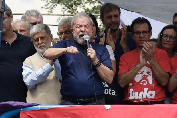 Em discurso, Lula diz que vai se entregar à Polícia Federal THIAGO BERNARDES/FRAMEPHOTO/ESTADÃO CONTEÚDO