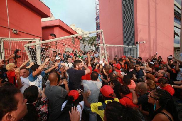 Lula se entrega à Polícia Federal WERTHER SANTANA/ESTADÃO CONTEÚDO