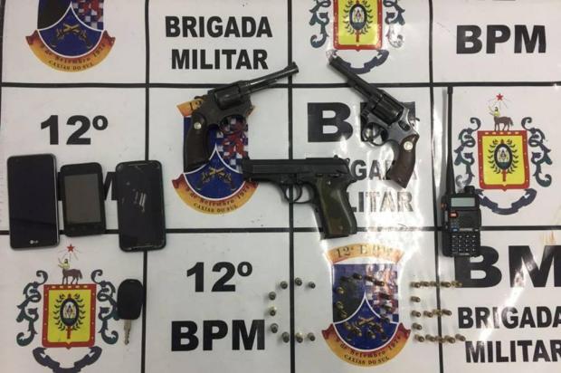 Trio é preso com armas e carro clonado na zona norte de Caxias do Sul Brigada Militar/Divulgação