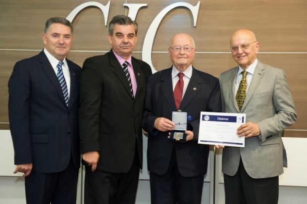 João Francescutti é homenageado na CIC de Caxias Julio Soares/divulgação