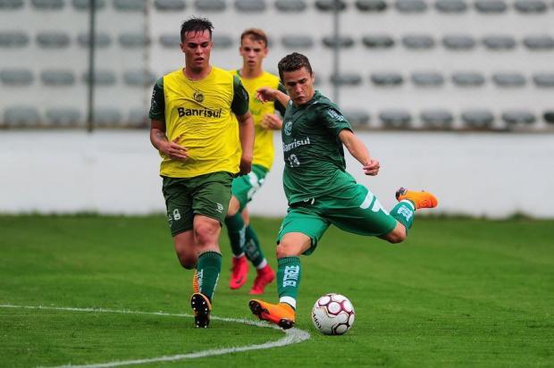 Juventude se utiliza dos volantes como pontos centrais de criação de jogadas Porthus Junior/Agencia RBS