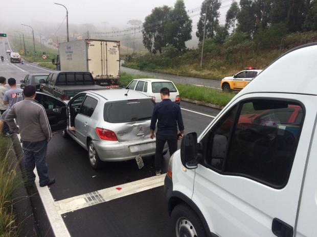 Engavetamento deixa trânsito lento na RSC-453 em Caxias do Sul Diogo Sallaberry / Agencia RBS/Agencia RBS