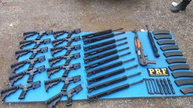 Polícia Rodoviária Federal apreende 13 fuzis em Bento Gonçalves Polícia Rodoviária Federal/Divulgação