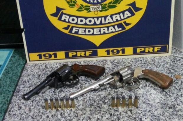 Polícia prende homens armados em ônibus da linha Caxias do Sul - São Marcos PRF/Divulgação
