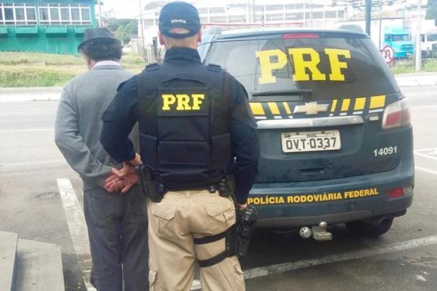 PRF prende foragido com CNH suspensa desde 2000 em Caxias do Sul PRF/Divulgação