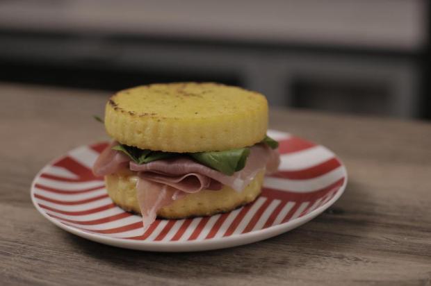 Na cozinha: sanduíche de polenta para gringo nenhum achar defeito MPQuatro/Reprodução