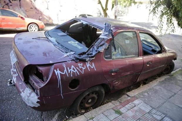 Aprovada mudança na lei de remoção de veículos abandonados em ruas de Caxias Félix Zucco/Agencia RBS
