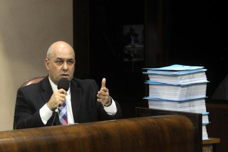 Defesa do prefeito de Caxias analisa, via Twitter, votos pelo impeachment (Marcelo Casagrande/Agencia RBS)