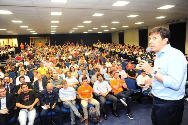 """""""O problema do Brasil é o tamanho do Estado"""", diz pré-candidato a presidente pelo Novo em palestra em Caxias Porthus Junior/Agencia RBS"""