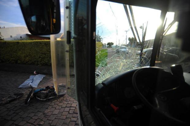 Motociclista morre em acidente com ônibus em Caxias do Sul Felipe Nyland/Agencia RBS