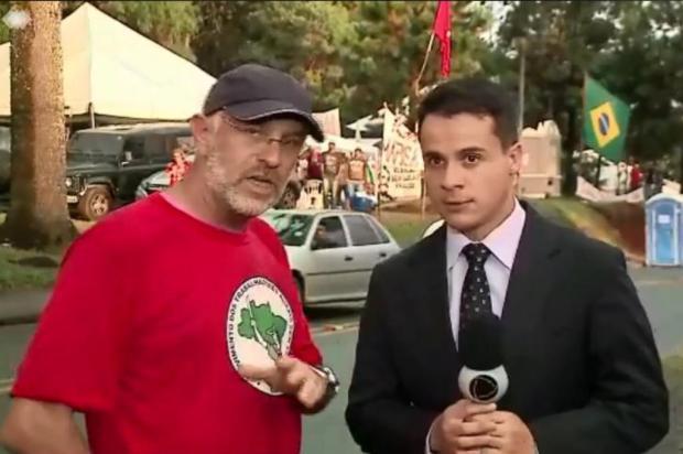 Em acampamento pró-Lula, presidente do Sindicato dos Jornalistas do RS dificulta trabalho da imprensa Facebook/Reprodução