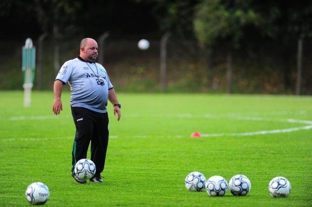 Intervalo: Julinho Camargo sob pressão no Juventude Porthus Junior/Agencia RBS