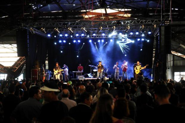 Cerca de 3 mil aproveitam o feriado em ato show, em Caxias do Sul Lucas Amorelli/Agencia RBS