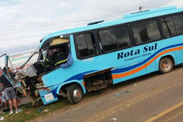 Acidente entre ônibus e caminhão deixa um ferido em Vacaria Polícia Rodoviária Federal/Divulgação