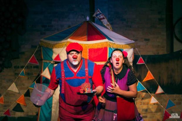 """Agenda: Grupo de Teatro Ueba encena neste domingo a peça """"Circo ZeZ"""", em Caxias /"""
