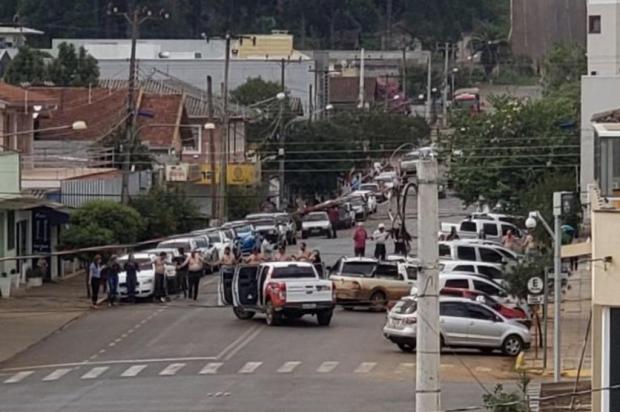 Quadrilha assalta bancos e obriga reféns a formarem cordão humano em Ibiraiaras Julio Cesar Stella/Arquivo Pessoal