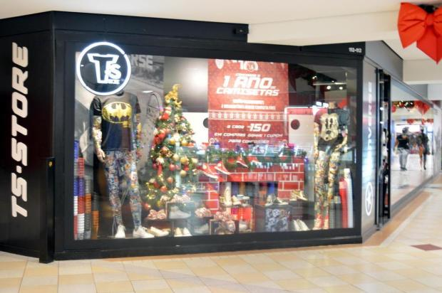 Loja ao estilo banca de camisetas fecha as portas no Prataviera Shopping, em Caxias Franciele Valim da Silva./divulgação