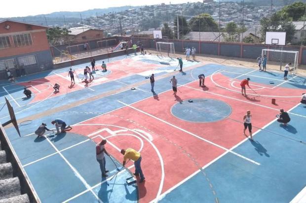 Alunos reencontram área externa de escola totalmente revitalizada em Caxias do Sul Edelvan Borelli/Divulgação