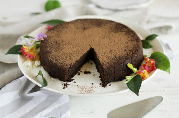 Na cozinha: sirva torta de chocolate vegana Iuri Poletti / Divulgação/Divulgação