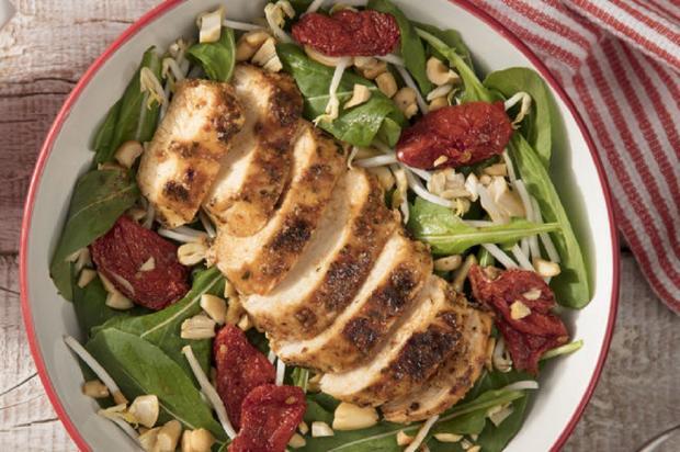 Na cozinha: filé de frango com tomate seco e rúcula Nestlé / Divulgação/Divulgação