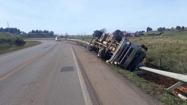 Acidente envolvendo caminhão deixa uma pessoa morta e outra ferida em Bom Jesus PRF / divulgação/divulgação