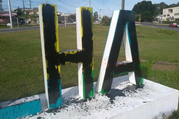 Prefeitura de Farroupilha busca identificar quem cometeu vandalismo para cobrar reparos Francis Casali/Divulgação