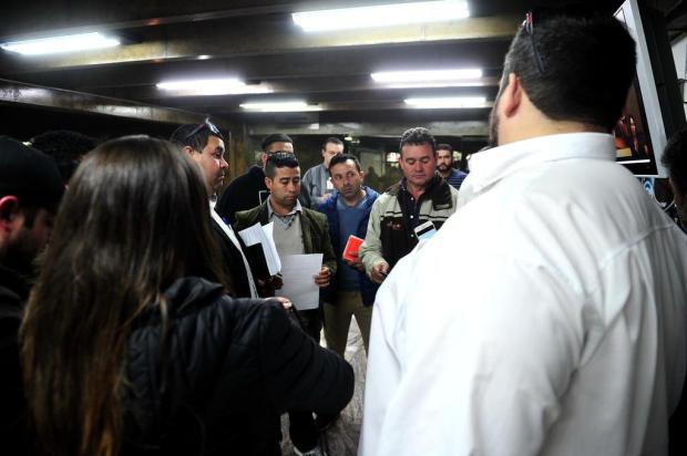 Motoristas do Uber ocupam a Câmara de Vereadores para reclamar de multas, em Caxias Diogo Sallaberry/Agencia RBS