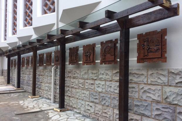 """Obra """"Via Lucis"""" será inaugurada neste domingo no pátio da igreja de São Pelegrino, em Caxias do Sul Leonardo Inácio Pereira/Divulgação"""