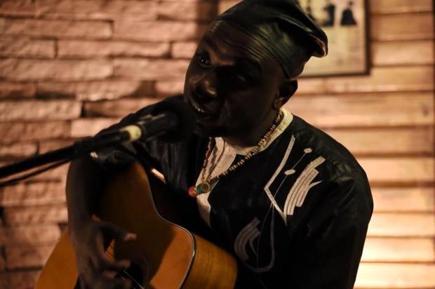 3por4: Senegalês Mouhamed Aw se apresenta no Sesc Caxias, neste sábado Reprodução/Reprodução