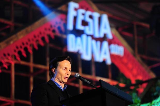 Presidente da Festa da Uva e prefeito de Caxias discursam em evento  Porthus Junior/Agencia RBS
