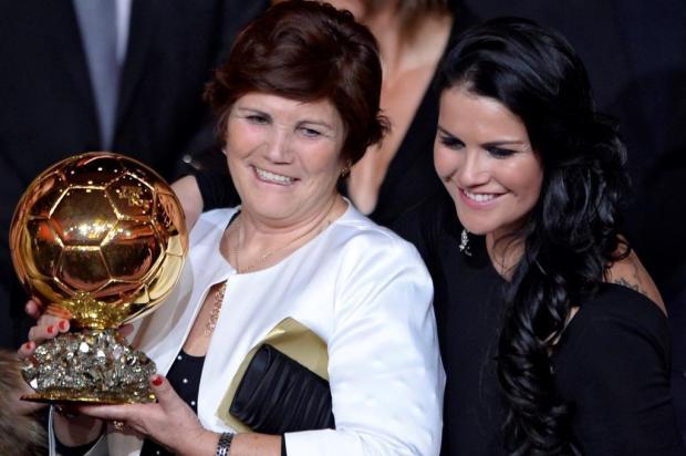 Mãe de Cristiano Ronaldo lança livro em Gramado FABRICE COFFRINI/AFP