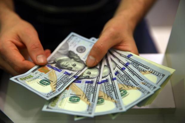 Alta do dólar preocupa turistas que viajarão ao Exterior nas férias de julho Tadeu Vilani/Agencia RBS