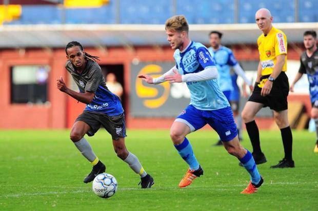 Jogador do Caxias fratura tornozelo em treino e desfalca o time por quatro meses Porthus Junior/Agencia RBS
