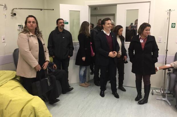 Prefeito de Caxias faz ação de marketing por apoio à gestão compartilhada do Postão 24 Horas Juliana Bevilaqua/Agência RBS