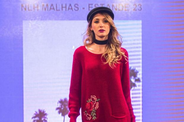 Modelagens, fios e estilos variados ditam a moda inverno 2018 Mauro Stoffel/divulgação