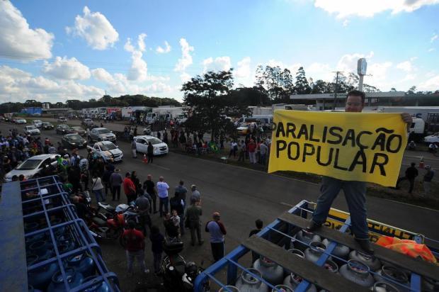Motoristas recebem manifestações de apoio no Km 65 da ERS-122, em Caxias Felipe Nyland/Agencia RBS
