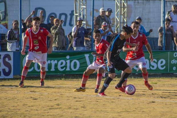 Glória é goleado em casa e adia sonho de voltar à elite do futebol gaúcho Lenita Maraschin / Glória,Divulgação/Glória,Divulgação