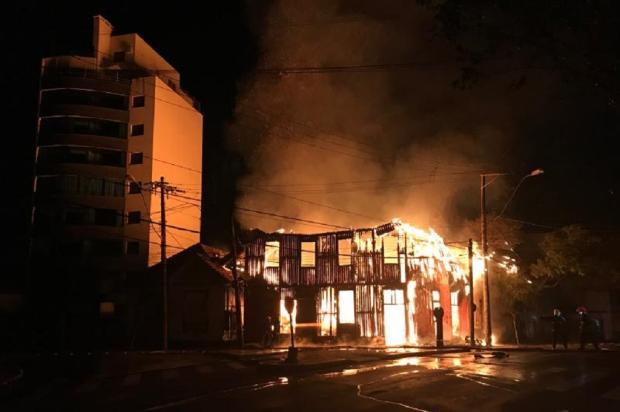 Incêndio atinge estofaria em Caxias do Sul André Tajes / Agência RBS/Agência RBS