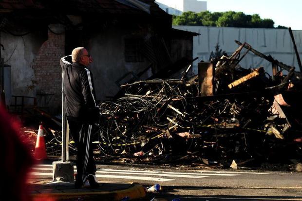 Locatário de casarão incendiado de Caxias lamenta perda de estofaria e desaparecimento de amigo Diogo Sallaberry/Agencia RBS