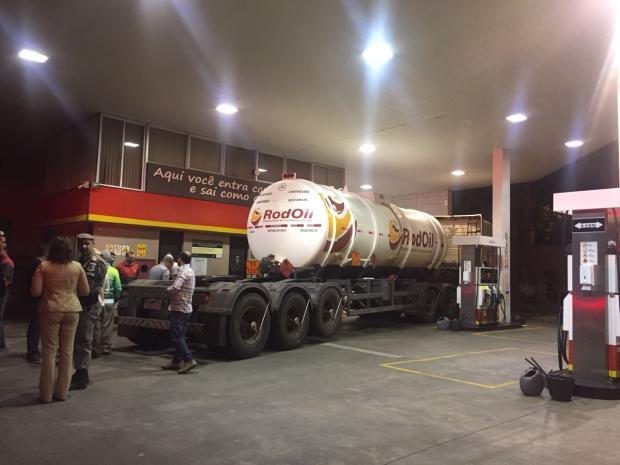 Posto do bairro Santa Catarina, em Caxias do Sul, recebe 24 mil litros de gasolina Juliana Bevilaqua / Agência RBS/