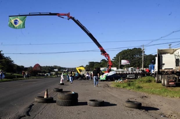 Caminhoneiros protestam em 24 pontos das rodovias da Serra nesta segunda-feira Marcelo Casagrande/Agencia RBS