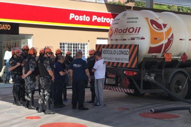 Posto de Caxias recebe combustível, mas não inicia fornecimento ao público até outros postos serem abastecidos André Tajes/Agência RBS