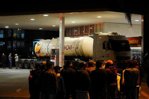 Cerca de 15 caminhões-tanque com combustível devem chegar em Caxias nesta quarta-feira Felipe Nyland/Agencia RBS