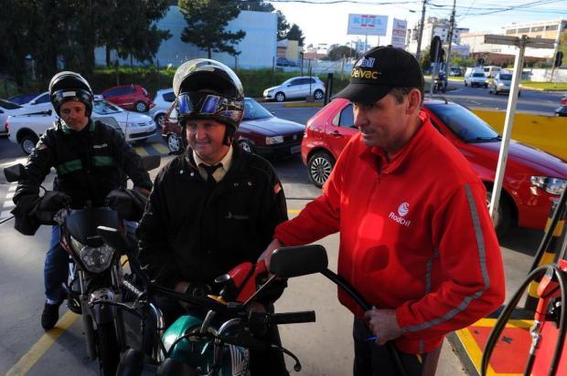 Orientação do Sindipetro e BM é que consumidores evitem ficar na fila de postos, em Caxias Felipe Nyland/Agencia RBS